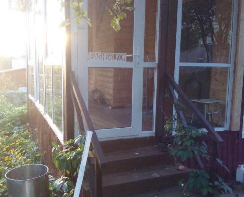 установка двери веранды