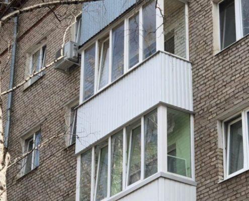 застекление и отделка балкона