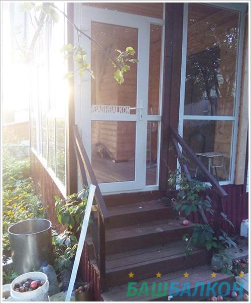 остекление террасы и установка двери