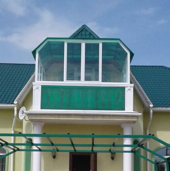 застекление балкона частного дома