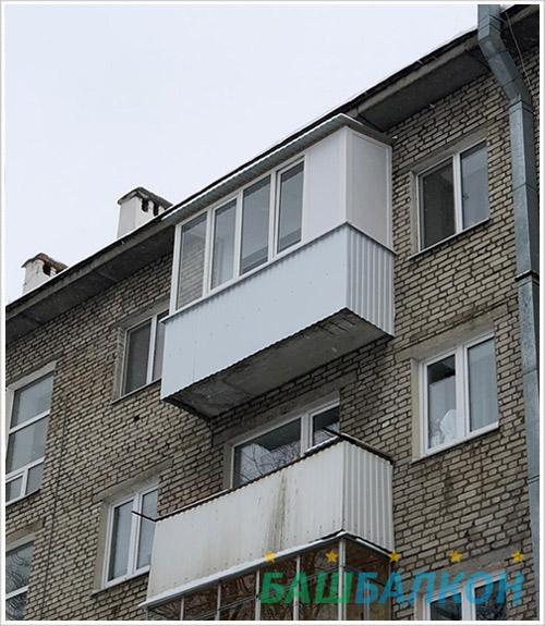 Остекление балкона в хрущевке с крышей