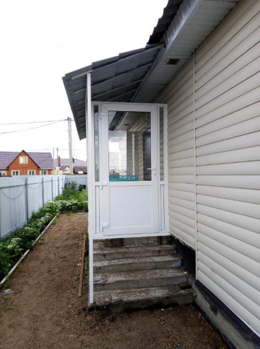 Остекление входной группы загородного дома